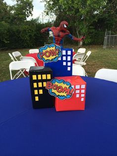 if done professionally boxes could be made to look like high risers with lights inside Avengers Birthday, Batman Birthday, Superhero Birthday Party, Boy Birthday, Birthday Ideas, Superman Party, Spiderman Theme Party, Spiderman Balloon, Spider Man Party