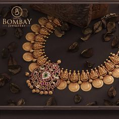Gold Jewellery Design, Gold Jewelry, Gold Necklace, Necklace Set, Diamond Jewelry, Fashion Jewelry, Gold Fashion, Fashion Necklace, Indian Fashion
