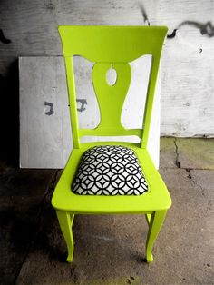 Re-designed vintage accent chair Painted Chairs, Hand Painted Furniture, Funky Furniture, Home Furniture, Upholstered Furniture, Furniture Ideas, Cool Chairs, Colorful Chairs, Sweet Home Alabama