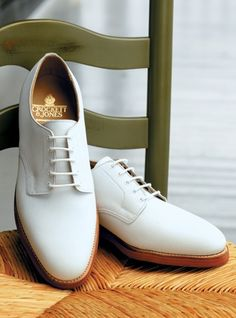 """White Buck Shoes for men: similar to oxfords, made out of buckskin that were originally worn as everyday shoes for college students. These were the """"it"""" shoes for men in the White Buck Shoes, Black Shoes, Fashion Mode, Mens Fashion Shoes, Shoes For College, Sneakers Balenciaga, Shoes 2018, Girls Shoes, Shoes Men"""