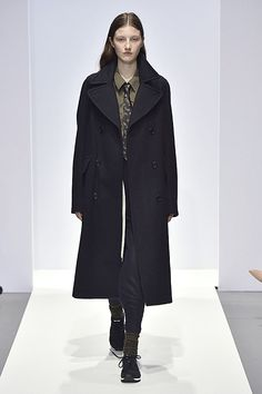Margaret Howell Autumn Winter 2017 Show Margaret Howell, Teacher Style, Classic Chic, Clothes Horse, Latest Fashion Trends, Style Inspiration, Style Ideas, How To Look Better, Personal Style