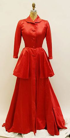 Housecoat - Mainbocher 1950's - Can you imagine hanging around the house in this number? I love it.