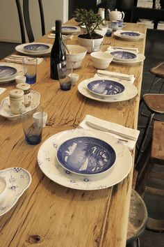 Royal Copenhagen on wood table for informal gathering.  (I  daresay, you can see the  top plates  are  the  decorative plates, and there strictly as such... wouldn't  dare eat off them, save that for the underlying dish!)