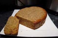 3 Ingredient Banana Bread in the slow cooker - acoking Slow Cooker Banana Bread, Bread Mix, Banana Recipes, 4 Ingredients, Crockpot Recipes, Good Food, Dishes, Baking, Desserts