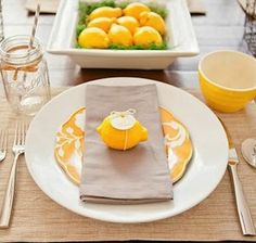 citrus-inspired place setting idea for a summer dinner party / brunch    #lemon  #centerpiece  #summer_entertaining  #party