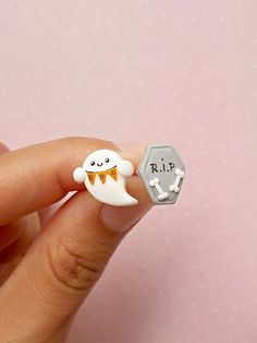 Peridot stud earrings that are so precious and as tiny as they get, each with its own artisan heart shape. Polymer Clay Halloween, Cute Polymer Clay, Polymer Clay Charms, Diy Clay Earrings, Kids Earrings, Clay Jewelry, Halloween Earrings, Halloween Jewelry, Halloween Gifts