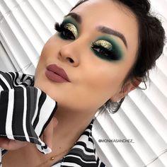 Stylish Fabulous Eye Makeup Ideas To Makes You Look Stunning Loading. Stylish Fabulous Eye Makeup Ideas To Makes You Look Stunning Makeup Eye Looks, Cute Makeup, Glam Makeup, Gorgeous Makeup, Makeup Tips, Makeup Ideas, Holiday Makeup Looks, Makeup Geek, Rave Eye Makeup