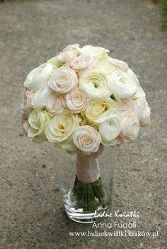Sweet pastel bridal bouquet for Karolina.