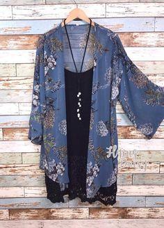 Plus Size Cardigan Kimono Blue Blumendruck krasota-kleopatra - Frisuren Trends Cardigan Kimono, Kimono Outfit, Kimono Fashion, Boho Fashion, Autumn Fashion, Fashion Outfits, Kimono Style, Kimono Jacket, Womens Fashion