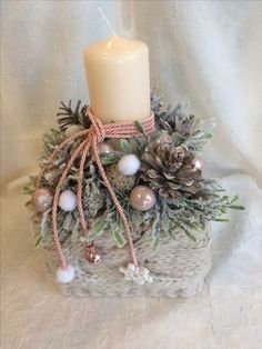 Simple And Popular Christmas Decorations; Christmas Candl… Simple And Popular Christmas Decorations; Christmas Advent Wreath, Christmas Candles, Pink Christmas, Christmas Table Centerpieces, Christmas Arrangements, Xmas Decorations, Christmas Preparation, Woodland Christmas, Christmas Crafts