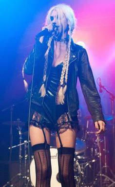 """""""Forever obsessed with Taylor Momsen's stage looks"""" Taylor Momsen Style, Taylor Michel Momsen, Taylor Momson, Taylor Swift, Hipster Girls, Goth Girls, Looks Rock, Metal Girl, Emo Fashion"""
