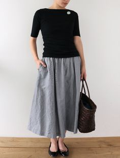 (different color palette) Black sleeve tee, grey midi skirt Modest Outfits, New Outfits, Cool Outfits, Fashion Outfits, Womens Fashion, All Jeans, Quirky Fashion, Cool Style, My Style