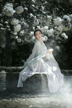 True Girl like Fashition Chinese Traditional Costume, Traditional Fashion, Traditional Dresses, Manequin, Ancient Beauty, China Girl, Chinese Clothing, Mori Girl, Hanfu