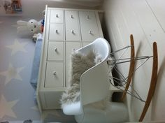 Eames schommelstoel babykamer