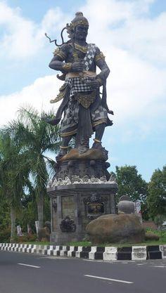 Kebo Iwo Statue