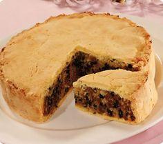 Black Bun - traditional Scottish cake for Hogmanay Scottish Dishes, British Dishes, Scottish Recipes, Irish Recipes, English Recipes, Canadian Recipes, French Recipes, Italian Recipes, Uk Recipes