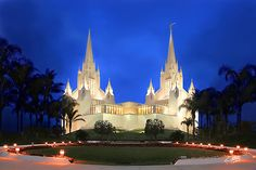 San Diego Temple.... my very favorite!! I hope to go there someday!  It reminds me of a sand castle <3 <3