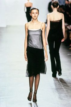 Calvin Klein Collection Fall 1999 Ready-to-Wear Fashion Show - Trish Goff 90s Fashion, Couture Fashion, Runway Fashion, Fashion Brands, High Fashion, Fashion Show, Vintage Fashion, Fashion Outfits, Fashion Design