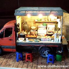 Food trucks are all the rage.  This has inspired me to try to do one in 1/6.