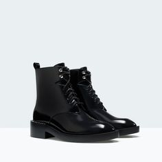 FLAT ANKLE BOOT WITH DETAILING