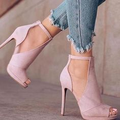 The best heels for trendy women 2018 – Frauenschuhe Dream Shoes, Crazy Shoes, Me Too Shoes, Pretty Shoes, Beautiful Shoes, Stilettos, Stiletto Heels, Heels & Pumps, Blush Heels