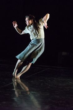 Vanessa Vince-Pang in Christopher Bruce's Shadows.© Foteini Christofilopoulou.