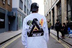 Cult label Palace launched their collection and the streetwear cognoscenti were out in full force. Check out the best street style looks here. Street Outfit, Street Wear, Palace Brand, Cool Street Fashion, Street Style, Streetwear Fashion, Streetwear Brands, Ripped Jeans Men, Chinese Clothing