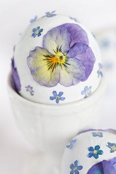 Die schönsten Blüten-Ostereier für das Osterfest! Eine schnelle DIY-Idee. - marieola - food and lifestyle blog