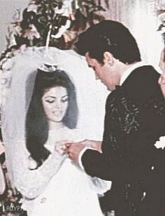 vintage wedding elvis Elvis Presley 1967 ep priscilla presley *mygif *k Priscilla Presley Wedding, Elvis And Priscilla, Lisa Marie Presley, Wedding Vows, Wedding Photos, Elvis Wedding, Wedding Band, Wedding Stuff, Robert Sean Leonard