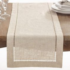Natural Hemstitched Linen Blend Table Runner x Tan, Saro Lifestyle Set a welcoming table with the Saro Lifestyle Toscana Table Runner. Clean and contemporary, the handy cotton-linen blend table runner lessens your cleanup duty while lending a touch of ele Dining Decor, Decoration Table, Kitchen Dining, Kitchen Placemats, Dining Room, Dining Table, Burlap Table Runners, Table Runner Size, Simple Machines