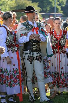 Międzynarodowy Festiwal Folkloru Ziem górskich / International Festival of the Highland Folklore Folklore, Polish Embroidery, Polish Clothing, Polish People, Ukraine, Polish Folk Art, Moon Goddess, Goddess Art, Costumes Around The World