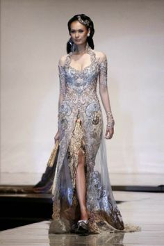 SHOWCASE // DESIGNER // GOWN // INDONESIA //How about the traditional touch? I will say this is a super fantastic exotic idea if you're doing your reception at overseas location. Batik Kebaya, Kebaya Dress, Batik Dress, Kebaya Brokat, Kebaya Lace, Traditional Fashion, Traditional Dresses, Indonesian Kebaya, Indonesian Wedding