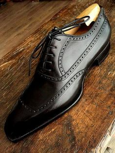 777407caae9 That s a HANDSOME shoe Zapatos Shoes