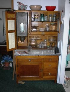 Hoosier cabinet- this one is in such beautiful condition..looks like everything is originall
