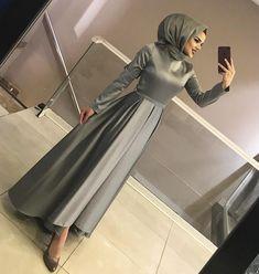 Görüntünün olası içeriği: 1 kişi, iç mekan hijab fashion in 2019 hijab even Hijab Prom Dress, Hijab Gown, Hijab Evening Dress, Hijab Style Dress, Hijab Wedding Dresses, Evening Skirts, Dress Outfits, Prom Dresses, Abaya Fashion
