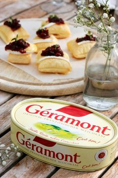 Schnell, einfach und richtig beeindruckend: die Blätterteigwölkchen mit Géramont und Preiselbeer-Chutney sind das Highlight bei jedem Brunch.