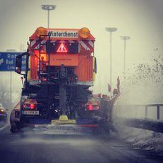 #welcome #snow @stadtlinz #linz #lnz #linzpictures #schnee #neuschnee #winter #winterdienst #snowpatrol #kalt #wetter #winterweather #asfinag #schneepflug #autobahn