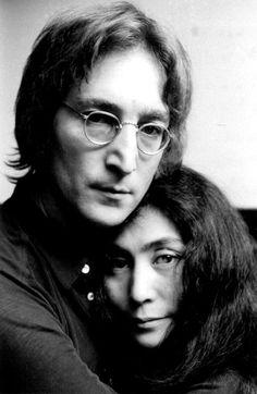 John Lennon and Yoko Ono taken in November 1971 [Getty Images] John Lennon Yoko Ono, John Lennon Beatles, The Beatles, Beatles Photos, Famous Couples, Portraits, The Fab Four, Ringo Starr, Paul Mccartney