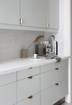 Modern Kitchen Interior Home tour - a minimalist, Scandinavian-style house in Portugal Home Decor Kitchen, Interior Design Kitchen, New Kitchen, Modern Interior, Kitchen White, Kitchen Ideas, Modern Decor, Ikea Kitchen Design, Minimalist Home Interior