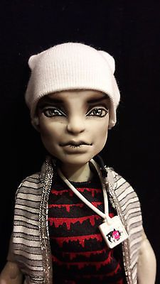 ooak-monster-high-doll-Create-A-Monster-Gargoyle-repaint