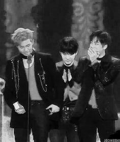 Imagem de gif, namjin, and idol