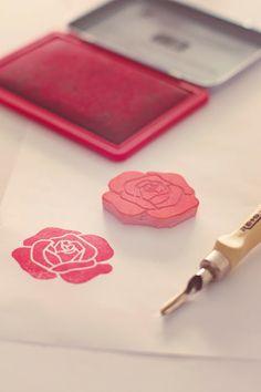 Chin up Stamp Printing, Printing On Fabric, Screen Printing, Stencil Fabric, Fabric Painting, Silkscreen, Eraser Stamp, Stamp Carving, Fabric Stamping