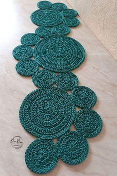 Crochet Table Mat, Crochet Table Runner Pattern, Crochet Placemats, Crochet Rug Patterns, Crochet Motif, Crochet Designs, Crochet Doilies, Hand Crochet, Crochet Table Topper