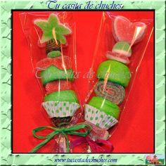 brocheta dulce corazon y dulce estrella. Con gominolas artesanas, de gran calidad y cuidado diseño. Disponible en www.tucasitadechuches.com