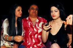 İzmir'deki bir davette boy gösteren Erol Köse 3 ayrı kadınla eğlendi Köse'nin halleri pes artık dedirtti.