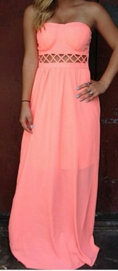 Sun dress ~ I'm not a huge fan of the bra look on the top but this dress is gorgeous!