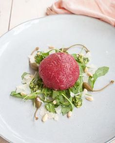 Recipe: Carpaccio bonbon with truffle-pesto filling - Savory Sweets, Diner Recipes, Beef Recipes, Cooking Recipes, Great Appetizers, Appetizer Recipes, Diner Menu, Good Food, Yummy Food, Christmas Dishes