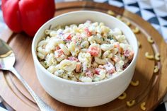 Sałatka makaronowa z jajkiem i warzywami Pasta Salad, Ethnic Recipes, Food, Crab Pasta Salad, Essen, Meals, Yemek, Eten