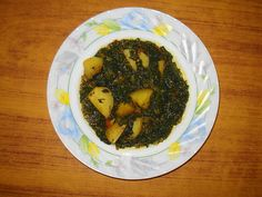 Aloo Palak is a vegetarian dish. Simple and easy to cook. Aloo Palak /Spinach with Potatoes Ingredients: Spinach (Palak) finel. Halal Recipes, Indian Food Recipes, Vegetarian Recipes, Cooking Recipes, Ethnic Recipes, Punjabi Recipes, Vegetarian Dish, Aloo Palak Recipe, Aloo Methi