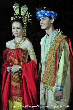 This shot was taken from a Thai fashion show last year. The show featured traditional Thai costumes from the 4 regions of Thailand. I liked the couple posed in traditional Lanna costume. I was quite fascinated with the beautiful hand-woven silk fabric and the costume jewellery. For the man, he won a traditional northern headdress and an extended dress like a Thobe.